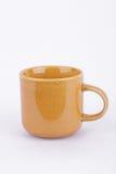 Tazza di caffè su tempo della rottura nel fondo bianco isolato immagini stock libere da diritti