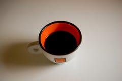 Tazza di caffè su un fondo bianco Immagine Stock