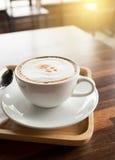 Tazza di caffè sul terrazzo del ristorante Fotografia Stock
