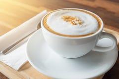 Tazza di caffè sul terrazzo del ristorante Immagine Stock Libera da Diritti