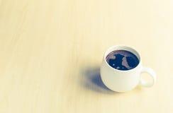 Tazza di caffè sulla tabella Immagini Stock