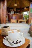 Tazza di caffè sulla tabella di legno Immagini Stock Libere da Diritti