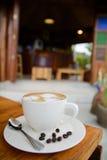 Tazza di caffè sulla tabella di legno Fotografie Stock