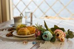 Tazza di caffè turco e del piatto con baklava Fotografia Stock Libera da Diritti
