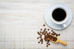Tazza di caffè e fagioli con lo spazio della copia Fotografia Stock Libera da Diritti