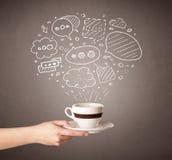 Tazza di caffè femminile della tenuta della mano Fotografia Stock