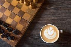 Tazza di caff? su un fondo di legno Vista superiore fotografia stock