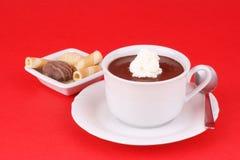 Tazza di cioccolato caldo con panna montata Fotografie Stock Libere da Diritti