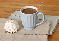 Tazza di Coffe e dessert dello zefiro Fotografia Stock