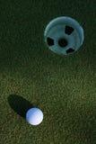 Tazza di primo mattino del Golfball Fotografia Stock