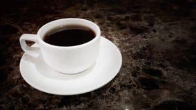 Tazza di tè calda ceramica bianca Immagine Stock