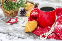 Tazza di tè con i croissant fotografia stock
