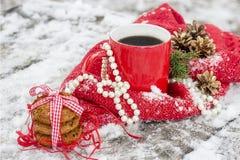Tazza di tè con i croissant fotografie stock libere da diritti