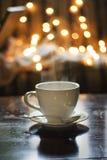 Tazza di tè con il cucchiaio immagini stock libere da diritti