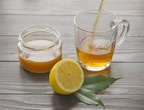 Tazza di tè con il limone ed il miele Immagini Stock Libere da Diritti