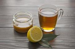 Tazza di tè con il limone ed il miele Fotografia Stock