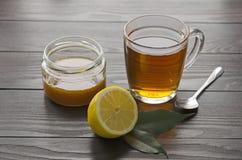 Tazza di tè con il limone ed il miele Fotografie Stock Libere da Diritti