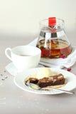 Tazza di tè con la teiera Immagini Stock