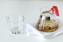 Tazza di tè con la teiera Immagine Stock Libera da Diritti