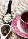 Tazza di tè con miele, il limone e i herbals Immagine Stock Libera da Diritti