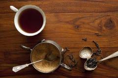 Tazza di tè e ciotola di zucchero Immagini Stock Libere da Diritti