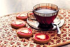 Tazza di tè e dei biscotti fotografia stock