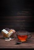 Tazza di tè e dei dolci Immagini Stock Libere da Diritti