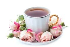 Tazza di tè e delle rose Fotografia Stock