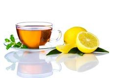 Tazza di tè e limone affettato Immagini Stock Libere da Diritti