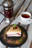 Tazza di tè e un pezzo di dolce fotografia stock