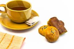 Tazza di tè ed isolata Immagini Stock Libere da Diritti