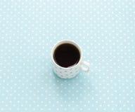 Tazza di tè nero Priorità bassa del puntino di Polka Immagine Stock Libera da Diritti