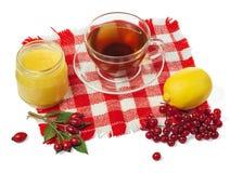 Tazza di tè sano con il vaso del miele e del limone Immagini Stock