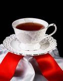 Tazza di tè su fondo nero Immagini Stock