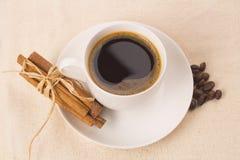 Tazza di tè su una tovaglia Immagine Stock