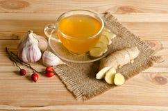 Tazza di tè, zenzero, aglio Fotografia Stock Libera da Diritti