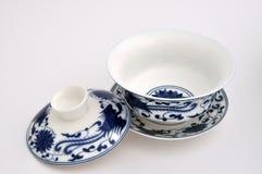 Tazza di tè blu della pittura di stile cinese Immagini Stock