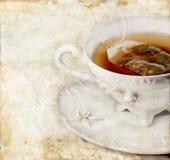 Tazza di tè sulla priorità bassa di Grunge Fotografia Stock