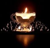 Tazza di vetro con la candela di galleggiamento Fotografia Stock Libera da Diritti