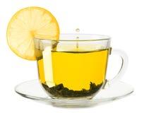 Tazza di vetro di tè con il limone su un fondo bianco Immagine Stock Libera da Diritti