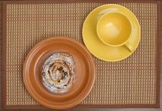 Tazza dolce di tè e del panino Fotografia Stock
