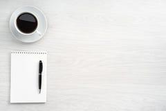 Tazza e blocchetto per appunti di caffè Immagini Stock Libere da Diritti