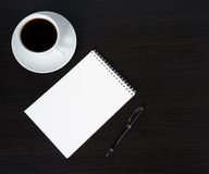 Tazza e blocchetto per appunti di caffè Fotografia Stock Libera da Diritti
