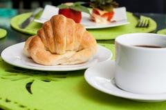 Tazza e croissant di caffè Immagini Stock Libere da Diritti