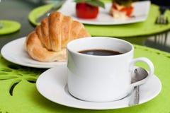 Tazza e croissant di caffè Fotografie Stock