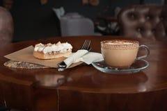 Tazza e dessert di caffè Fotografie Stock Libere da Diritti
