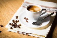 Tazza e fagioli di caffè. Immagini Stock Libere da Diritti