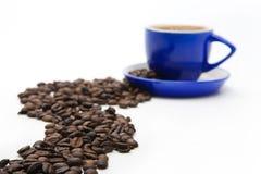 Tazza e fagioli di caffè blu Fotografia Stock