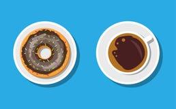 Tazza e guarnizioni di gomma piuma di caffè con la crema del cioccolato Immagini Stock