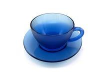 Tazza e piattino di vetro blu scuro Fotografia Stock